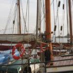Grossmast der Petrine mit Schiffsglocke